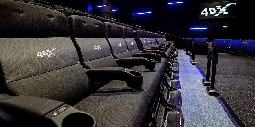 Nu e nimic normal la scaunele astea (sursa imagine: https://assets.voxcinemas.com)