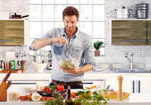 mănâncă sănătos și ieftin, gătește acasă