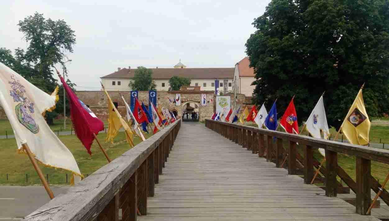 cetatea oradea atractii turistice bihor